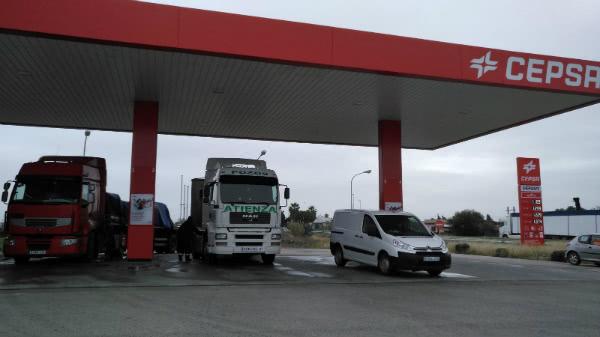 Así surgió en 1997 la posibilidad de adquirir la concesión de una gasolinera en la carretera que se dirige a otra población cercana.