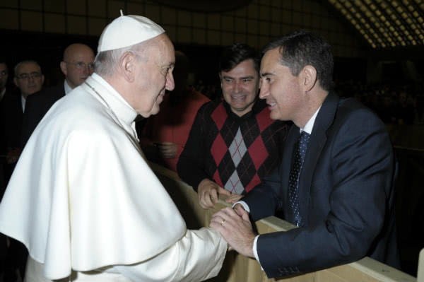 Ismael greets the Pope.