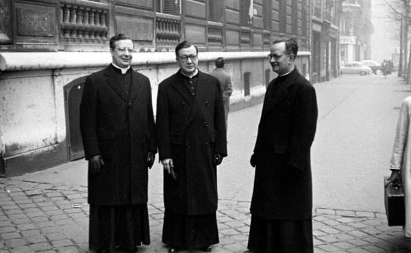 São Josemaria com Dom Álvaro del Portillo e o padre José Maria Hernandez, em Paris, 3/02/1959