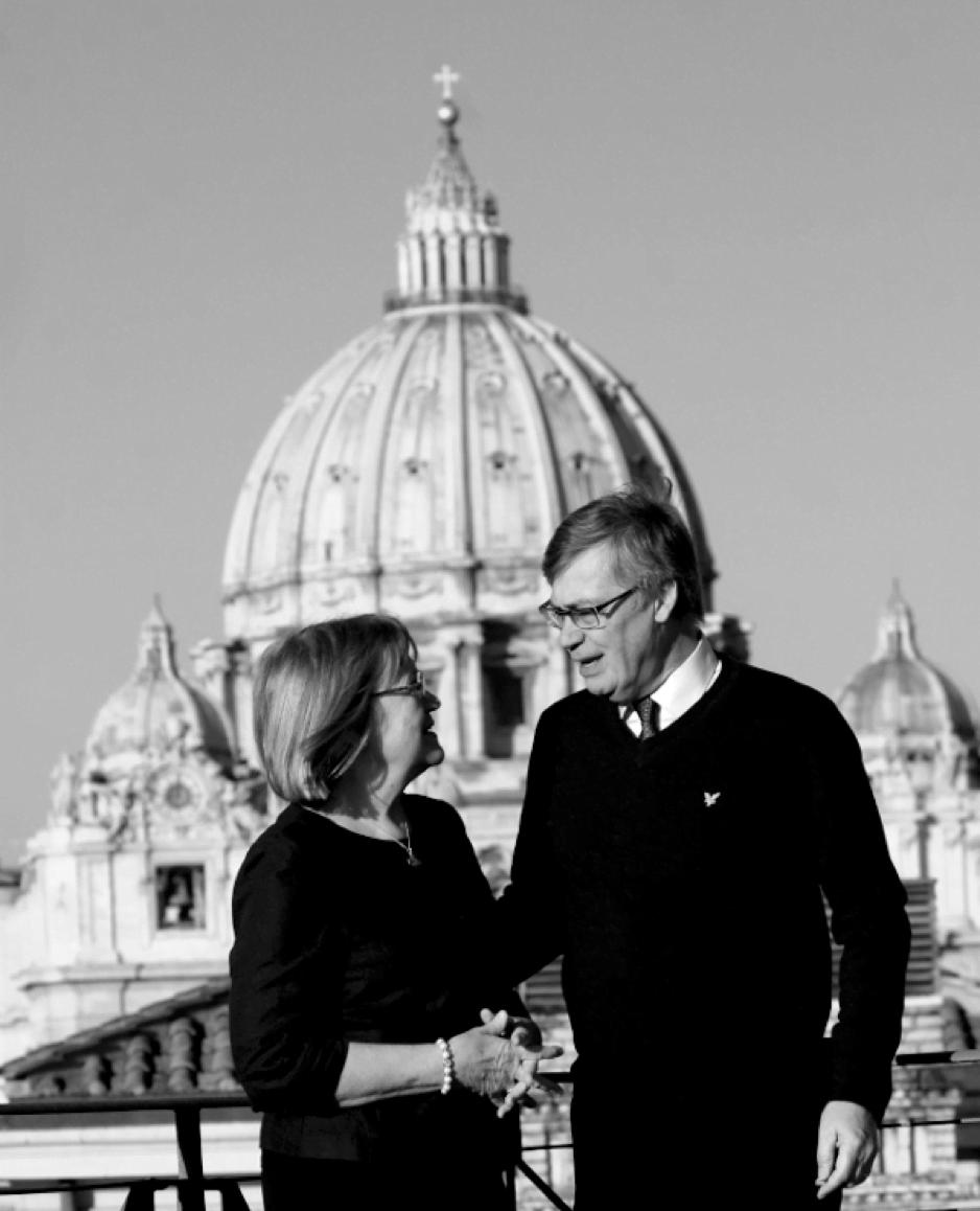 Birgitta ja Ulf Pietarin basilikan edustalla Roomassa.