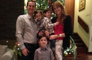 Neysha mit ihrem Mann und ihren Kindern