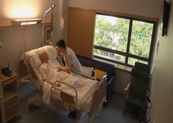 Fotograma del vídeo 'Un cuadro con sombras: palabras de San Josemaría sobre el dolor'
