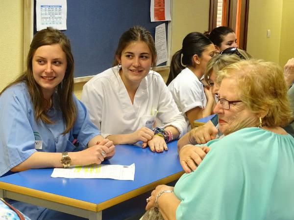 Durante toda la semana, alumnas, profesoras y comité directivo se emplearon a fondo para convertir por dos horas Ribamar en un centro de cuidados para la salud con multitud de servicios.