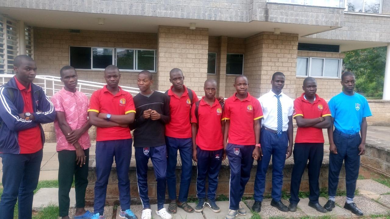 Algunos alumnos de los colegios que quiere apoyar Tabancura en Kenia y Camerún