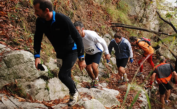 Per Julia Baykova (Flickr: Trail Running Lago Orta) [CC-BY-2.0 (http://creativecommons.org/licenses/by/2.0)], via la Wikimedia Commons