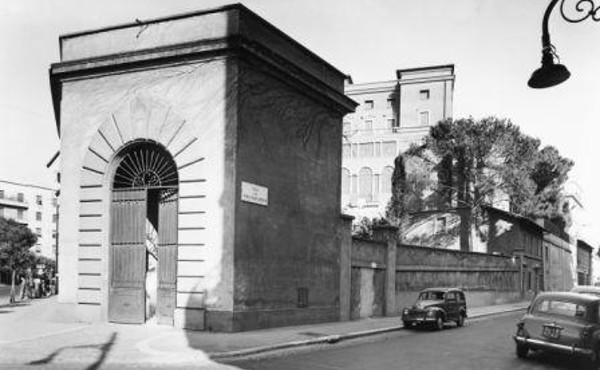 Villa Tevere a mediados de los años cincuenta desde la esquina Bruno Buozzi - Villa Sacchetti.