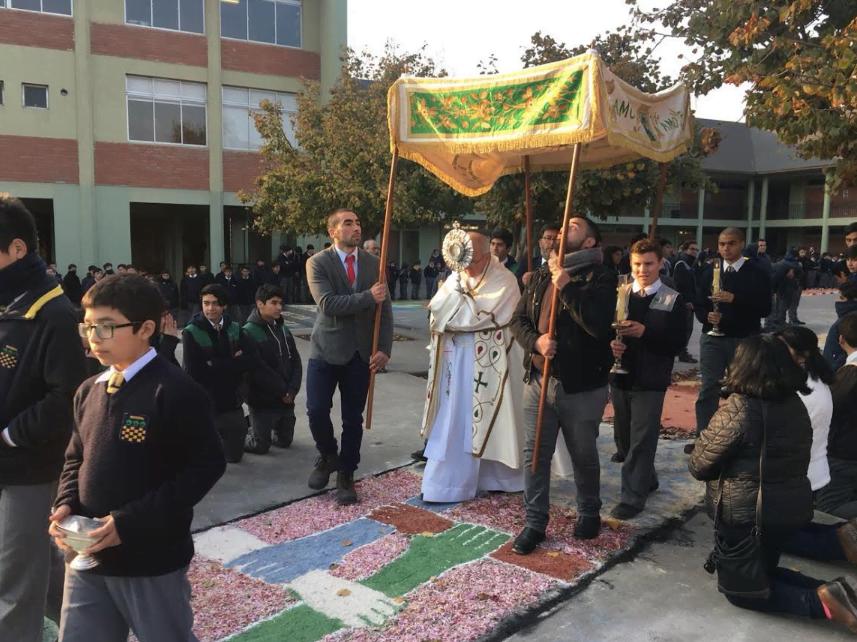 Procesión del Corpus Christi, en Colegio Nocedal.