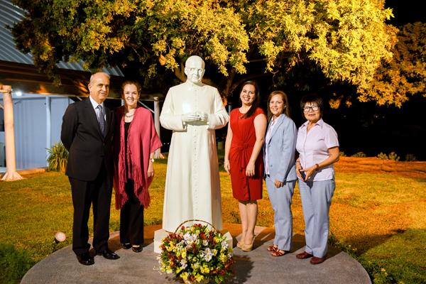 Luis Caminati, Presidente de la Promotora Piura 450; Mariella Briceño; Milena Lema, Directora del colegio Vallesol; Mercedes Cordero, Administradora del colegio; y Dorys Machuca, profesora fundadora del colegio.