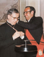 Le maire de Barbastro lui impose la médaille d'or de sa ville natale (1975)