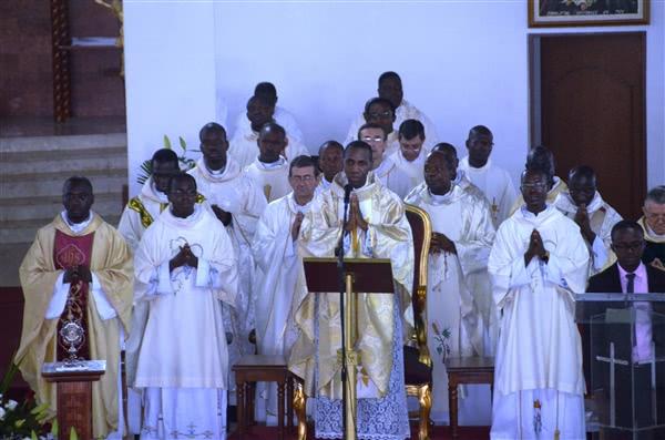 Au commencement de la messe