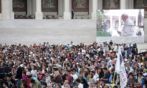 Milhares de pessoas participaram na missa de canonização dos pastorinhos Francisco e Jacina