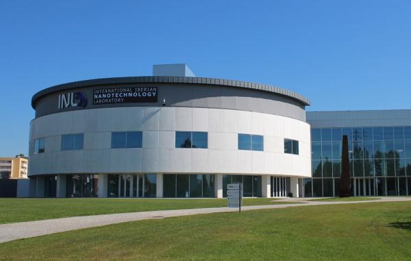O Laboratório inaugurado em 2008 dedica-se à investigação na área das nanotecnologias com laboratórios inovadores onde colabora Ricardo.
