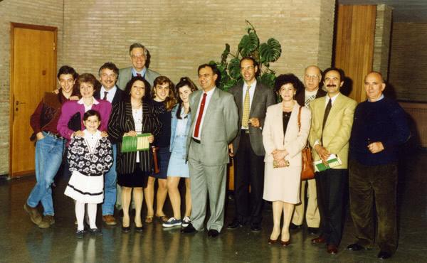 Luciano e altre persone del'Opus Dei con le loro famiglie durante la beatificazione di san Josemaría.