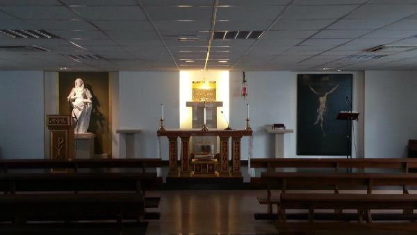 """""""Hay dos momentos especialmente emocionantes en la vida de la parroquia. El primero fue la inauguración de un templo provisional""""."""