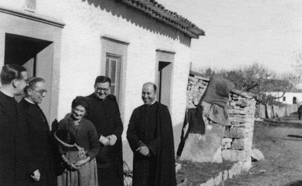 Saint Josemaria's visit with mother of Jacinta and Francisco (6 February 1945)