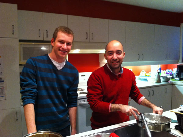 Jad hjelper til med å lage mat i L'Arche.