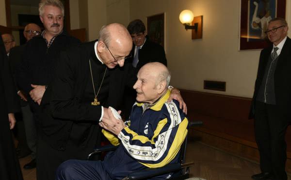 Mons. Fernando Ocáriz e sor Luciano in una foto di dicembre 2017