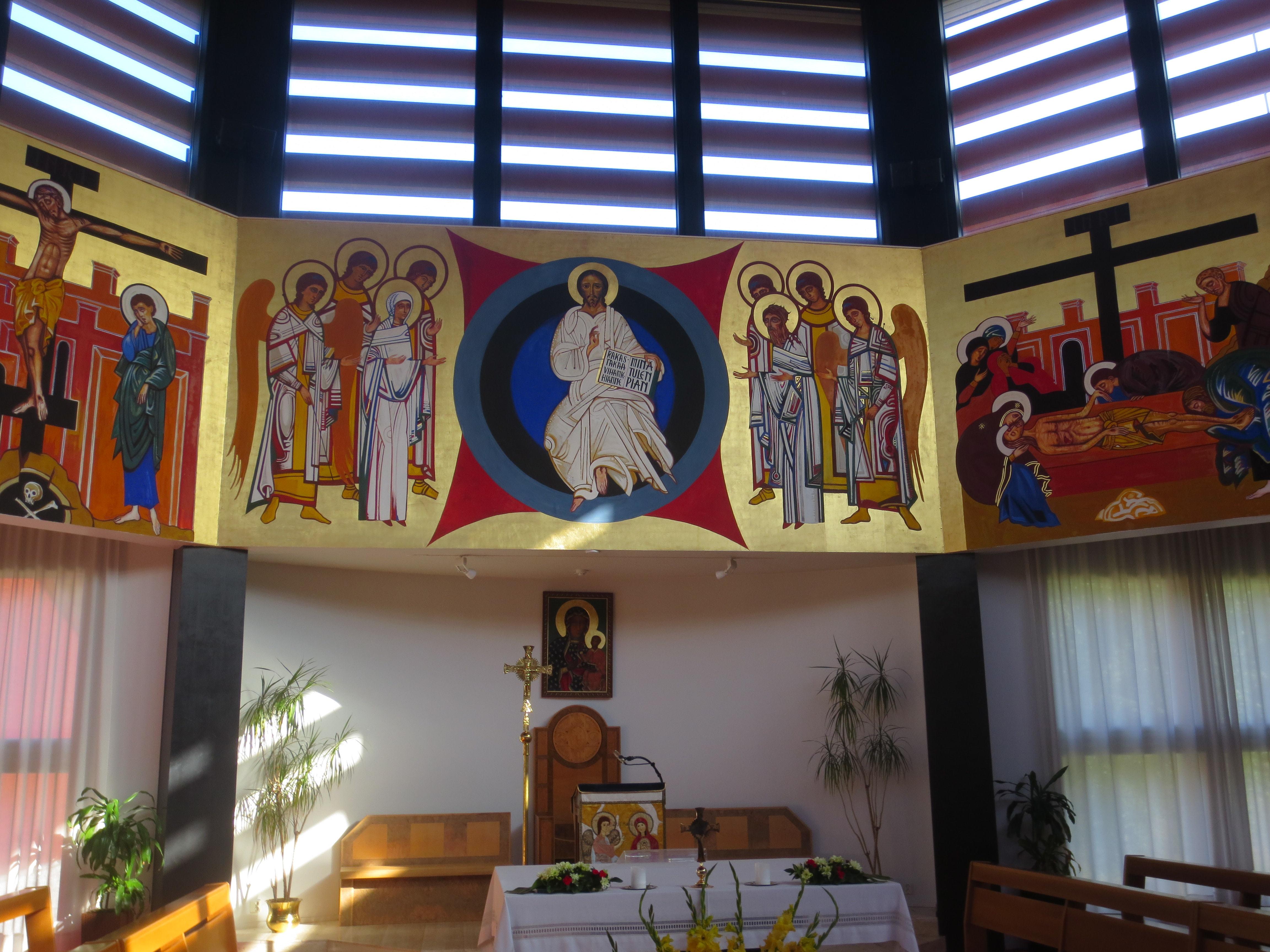 Nasaretin Pyhän Perheen seurakunnan suunnittelivat Neokatekumenaalisen tien aloittaja Kiko Argüello ja arkkitehti Gabriel Geronzi.