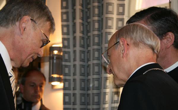Ulf greets Monsignor Fernando Ocáriz.