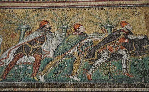 Rois mages : Basilique Saint Apollinaire le Neuf (493-526), Ravenne. Photo : Bernard Blanc