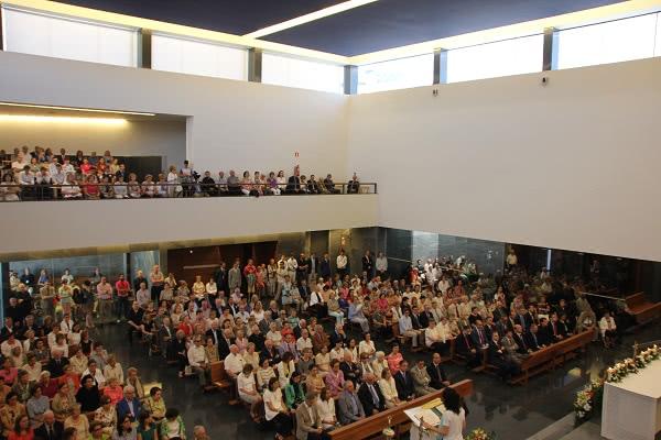 O templo, inaugurado no passado dia 26 de junho, estava cheio de paroquianos que participaram com grande recolhimento na cerimónia.