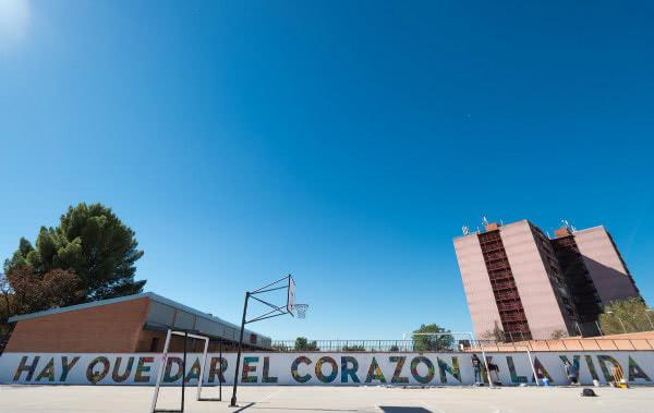 """San Josemaría: """"Se pasó el tiempo de dar perras gordas y ropa vieja; hay que dar el corazón y la vida""""."""