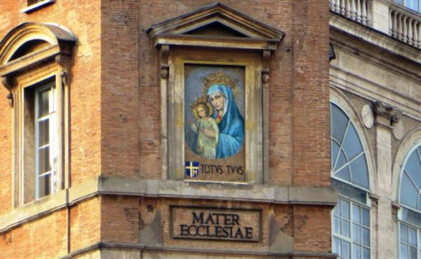 """Mosaïque de la Vierge Marie """"Mater Ecclesiae"""", Place Saint-Pierre (Photo: B. Jerabek)"""