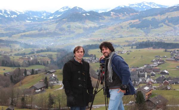 El equipo de Dígito Identidad en Voralberg, Austria, durante una pausa en las filmaciones.
