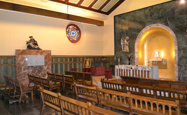 Sepultura de Mn. José Maria Hernández Garnica a la capella del Santíssim de l'església de Santa Maria de Montalegre