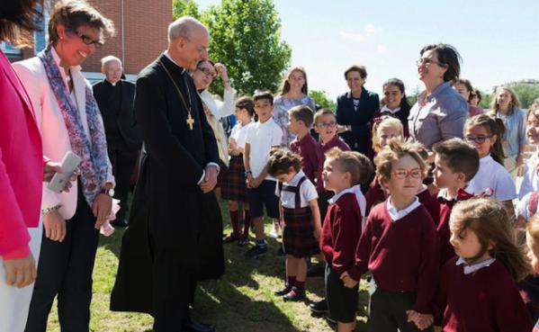 Le prélat de l'Opus Dei a consacré sa première journée à Madrid aux lycées Fuenllana et Andel, au sud de Madrid.