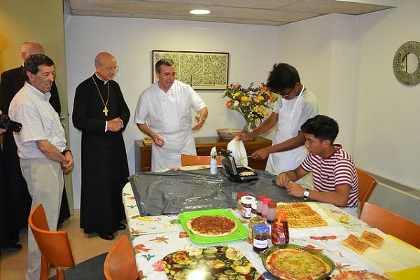 Mons. Fernando Ocáriz visitó las instalaciones de Braval el pasado mes de julio.