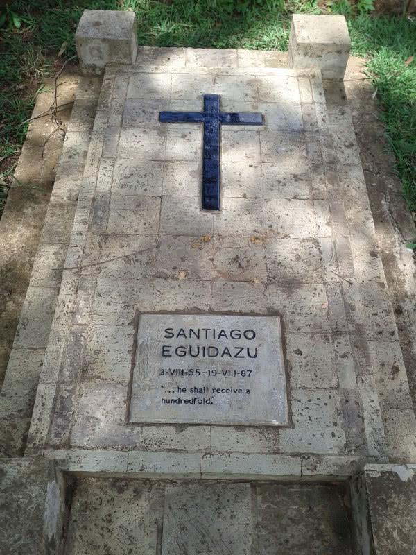 Santi's grave