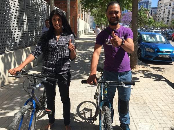 Bicis a un joven matrimonio búlgaro (ella de 18 años y él de 20, tienen un hijo), que están recibiendo clases de castellano y las necesitan para desplazarse a la Escuela de Acogida donde se imparten, fuera de la ciudad de Valencia.