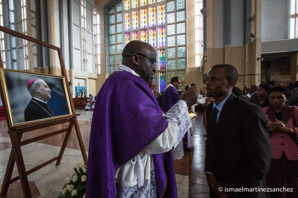 Fr Silvano Ochuodho, the vicar of Opus Dei in East Africa giving communion during the mass.