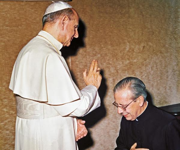 El beato Álvaro recibe la bendición del beato Pablo VI