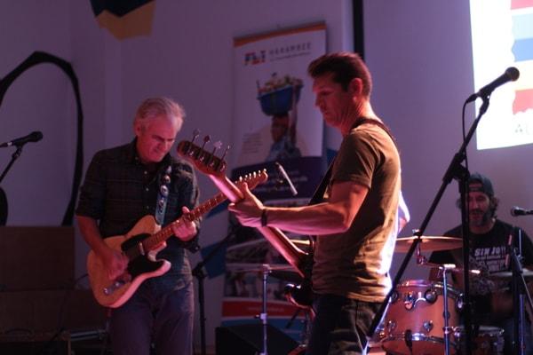 El grupo 'Tres hombres' en el concierto solidario por el Centro Rural Ilomba