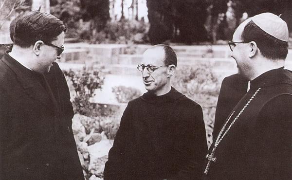 Sant Josepmaria, el monjo Adalbert Franquesa i l'abat Aureli Maria Escarré
