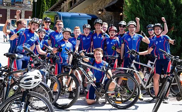 Das Team der Jugendclubs vor dem Start zum Portillon, der ersten Bergpass in den Pyrenäen