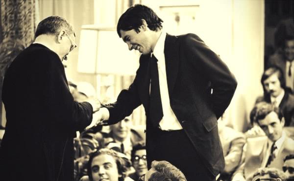 """S. Josemaría Escrivá com os jovens de """"Moncloa"""", uma residência universitária em Madrid, 24-10-1972"""