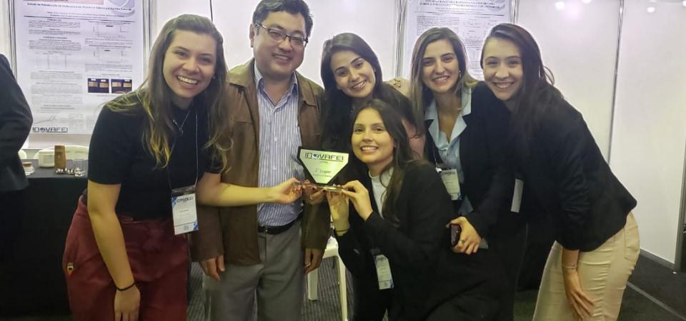 As alunas de Engenharia Química que orientei receberam o primeiro lugar na nossa área