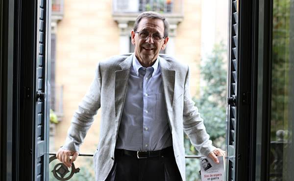 El filòsof i periodista Jordi Miralbell a l'oficina de comunicació de l'Opus Dei a Catalunya.