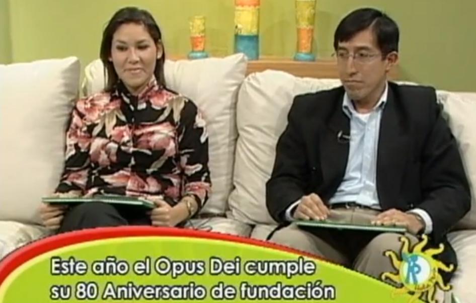 """Natalia y Manuel juntos en una entrevista de televisión para hablar de """"Blanco y los viajes a Barbastro""""."""