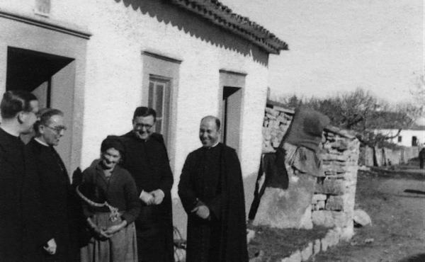 Saint Josémaria, le 6 février 1945, avec Olimpia de Jesús, mère de Jacinthe et François.