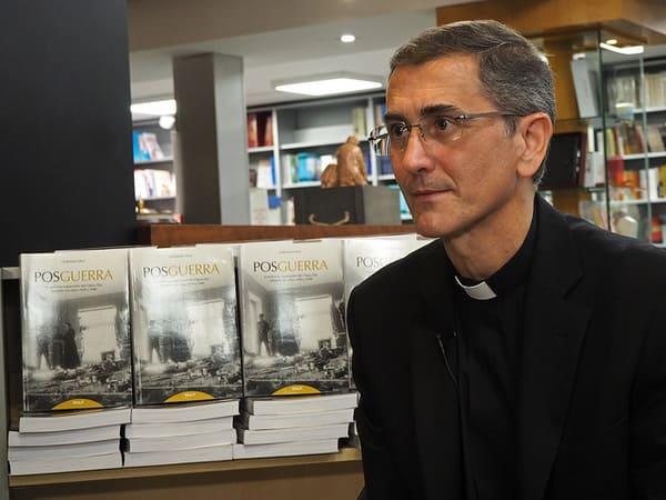 Las fuentes que ha utilizado el autor para el libro, muy documentado, son los documentos sobre la época del Archivo General de la Prelatura del Opus Dei en Roma