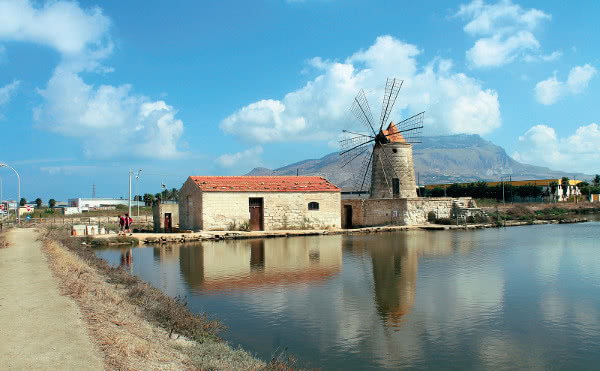 Anna vive en Paceco (Sicilia, Italia).