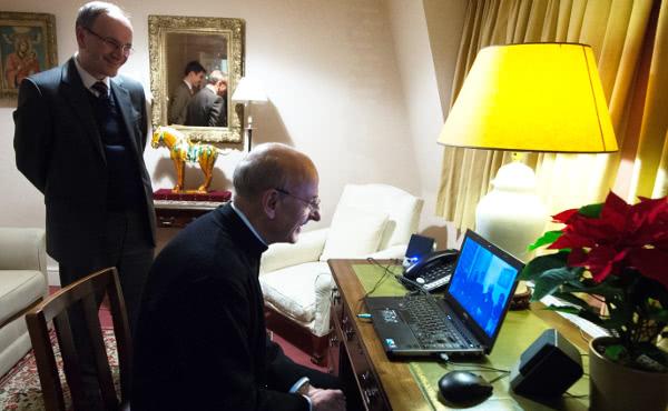 El Prelado habló por videoconferencia con Pedro Ballester, un fiel del Opus Dei que está en el hospital.