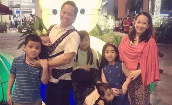 Ronnie, Richelle e seus filhos.