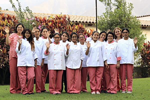 Alumnas de Ribalera, Escuela de Hostelería y Turismo en Chosica
