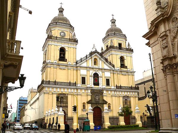 Basílica de San Pedro donde será la reunión con la Compañía de Jesús.