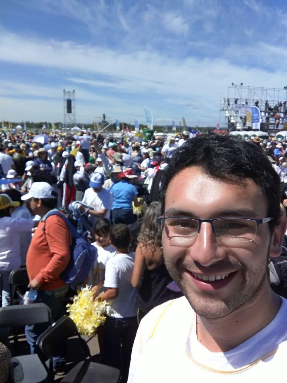 """Cristóbal Alarcón vivió con intensidad la celebración eucarística """"Por el Progreso de los Pueblos"""" en Temuco."""